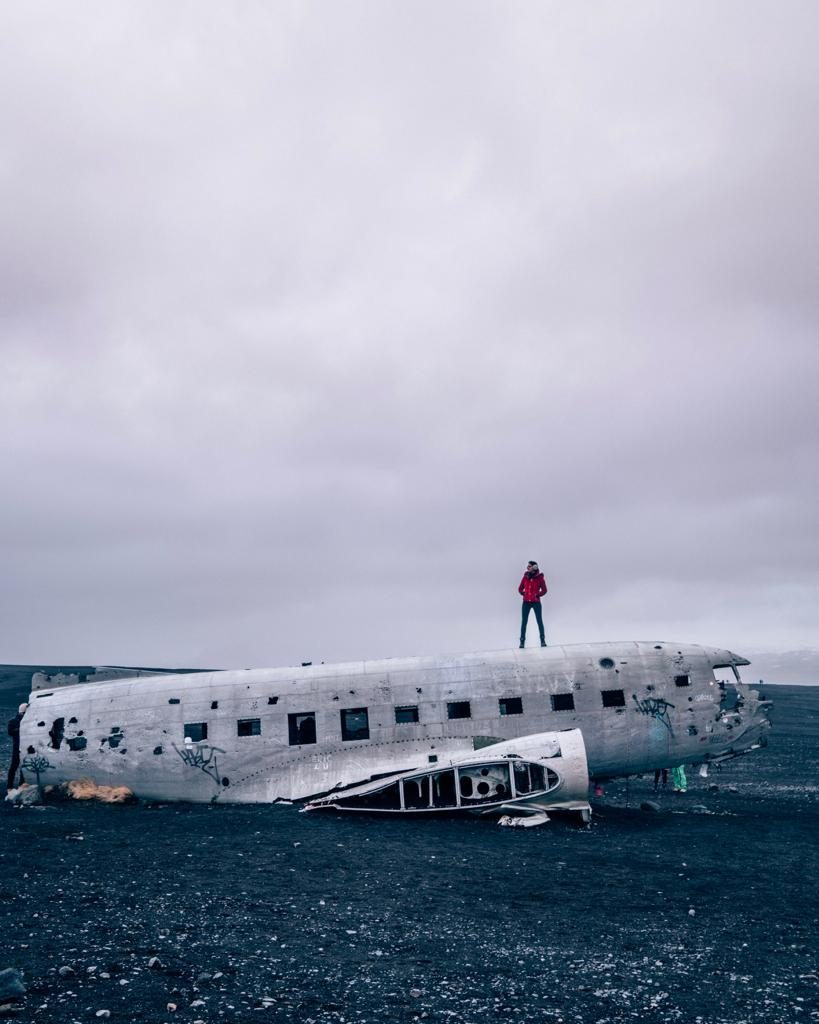 The travel mistakes we did in Iceland that cost us BIG time (and I mean BIG, guys). Avoid silly mistakes when traveling in Iceland with these valuable Iceland tips for first timers. #icelandreykjavik #traveltoiceland #icelandinformation #icelandthingstodo #winteriniceland #icelandwinter